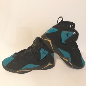 Boys Jordan size 5.5